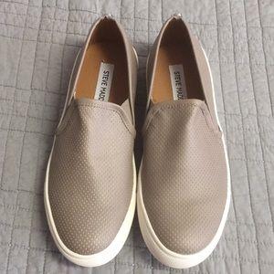 NWOT Steve Madden canvas slip on shoes (sz 8)